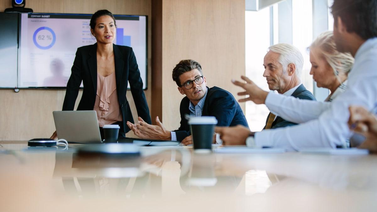 Des collaborateurs dans un meeting