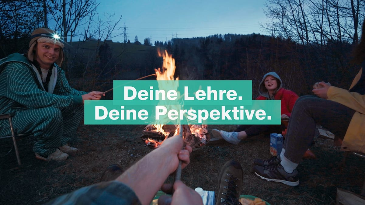 Lernende am Lagerfeuer