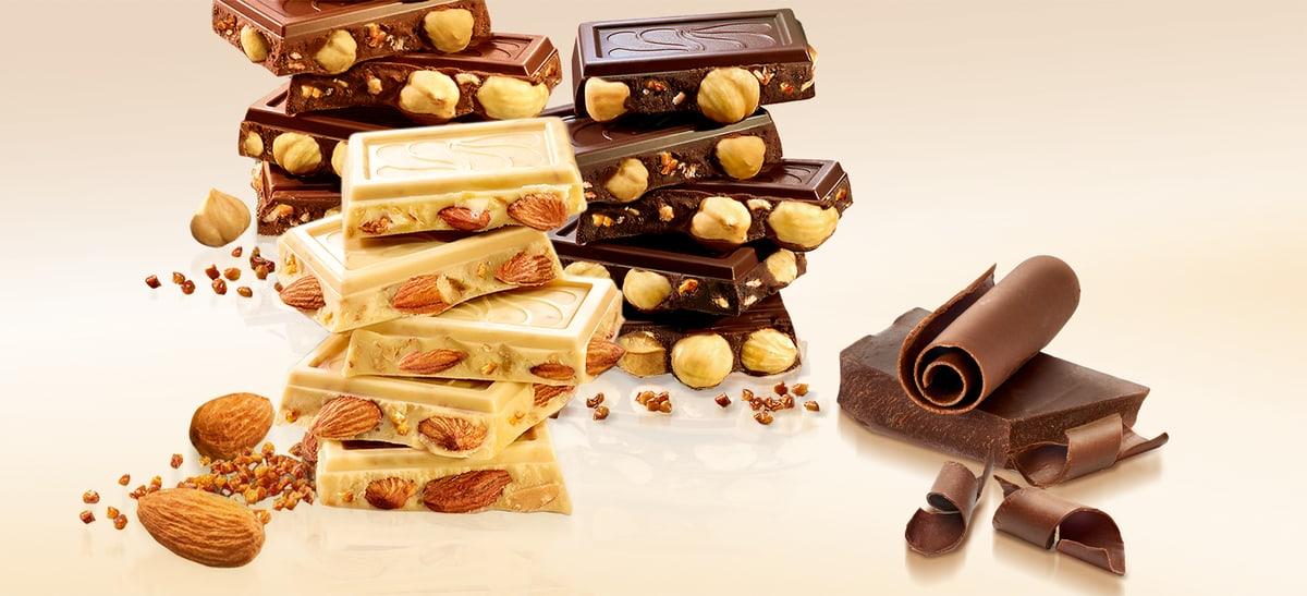 Schokoladentücke aufeinander gestapelt